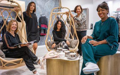 Las chicas de Talaiots lucen las prendas de la nueva colección de Boutique Class